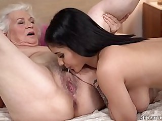 Nasty shit with grandma and younger milf