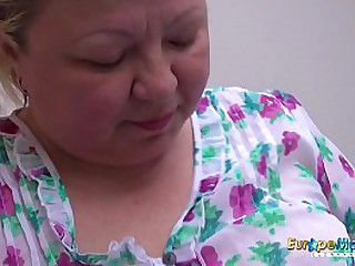 Chubby granny lady so horny that she has to fuck her pink sex toy